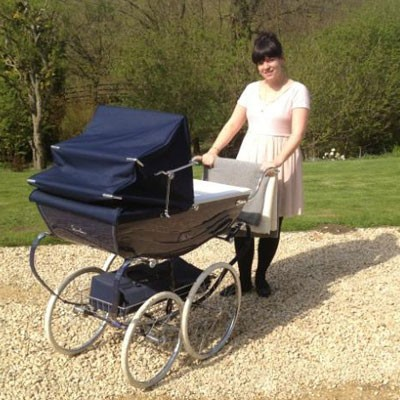 lily-allen-goes-for-a-classic-pram-choice_72689