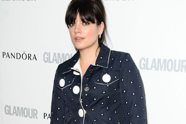 lily-allen-tweets-about-top-of-the-range-twin-buggy_41923
