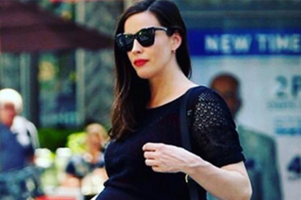 liv-tyler-reveals-her-giant-pointy-bump-in-stylish-instagram-snap_155651
