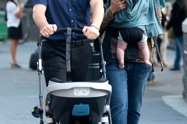 maggie-gyllenhaals-a-baby-on-the-go-pro_39994