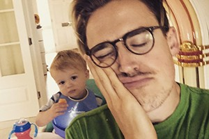 mcflys-tom-fletcher-performs-adorable-duet-with-baby-buzz_128586