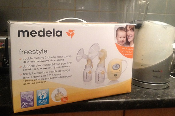 medela-freestyle-breast-pump-with-calma_83931