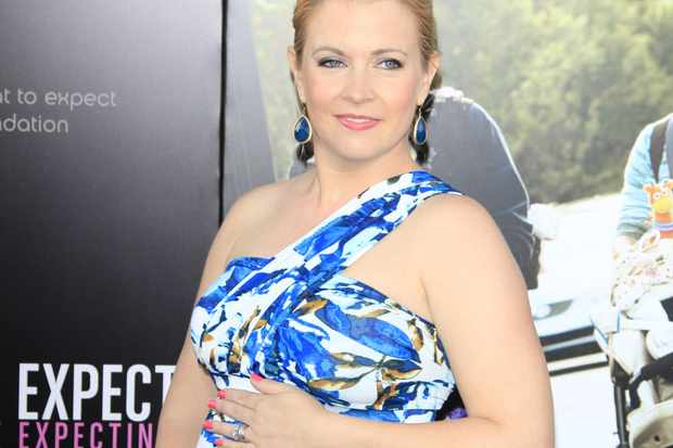 melissa-joan-hart-spills-the-beans-on-her-third-pregnancy_37720