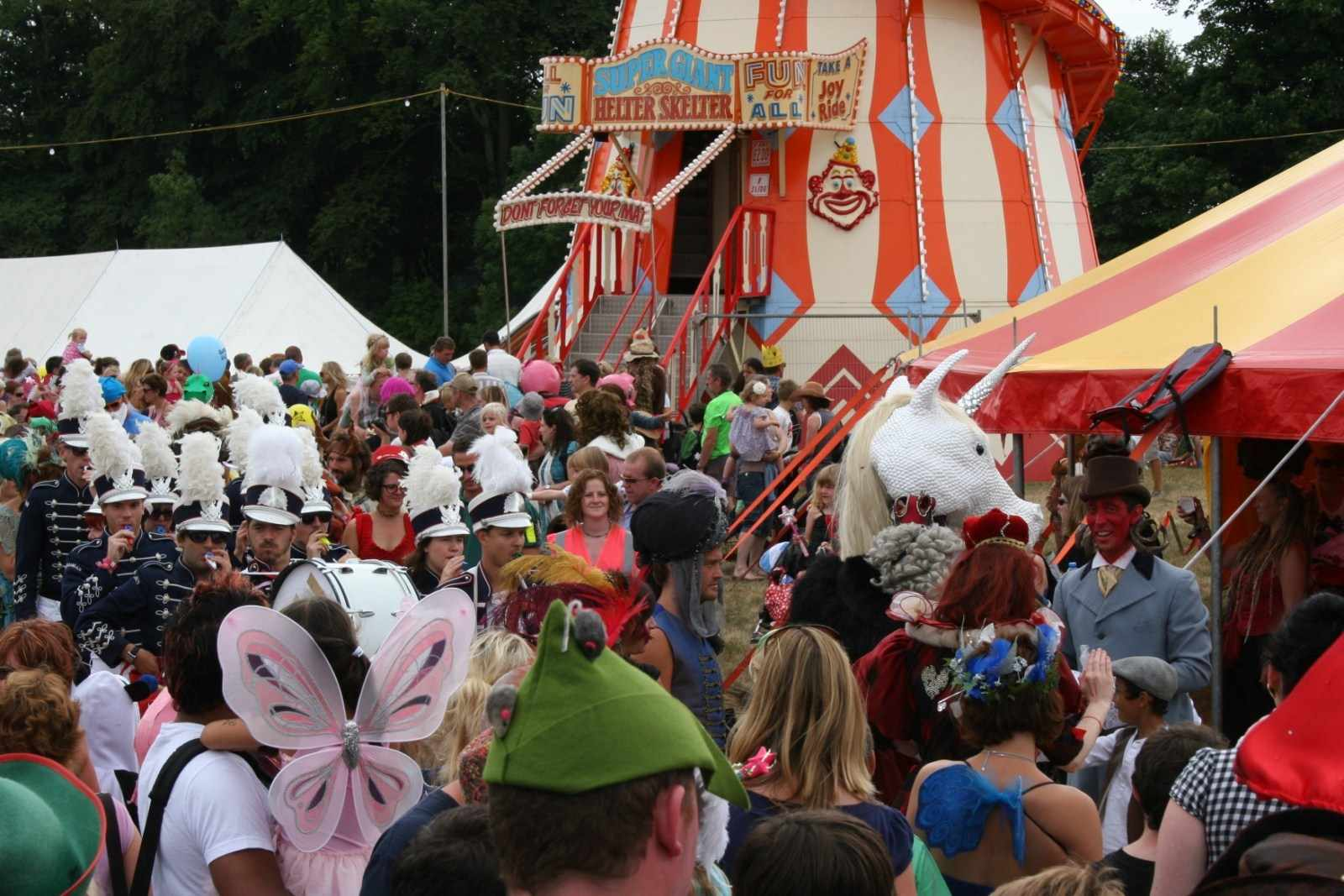 mfm-go-all-happy-campers-at-camp-bestival_14949
