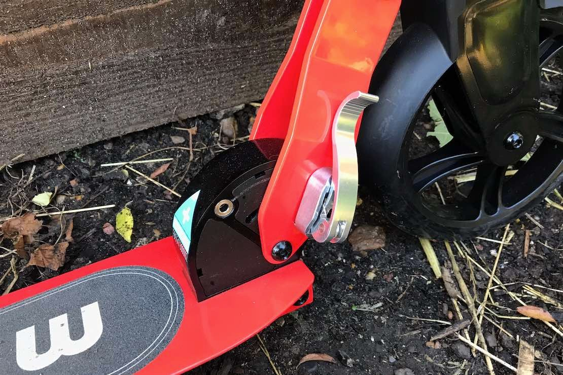 micro-scooters-cruiser_7foldingmechanism