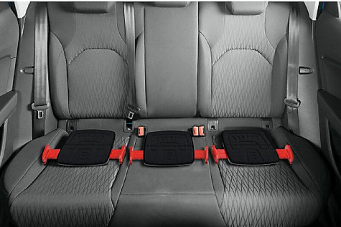 Mifold can be used in smaller cars where you need a third child seat
