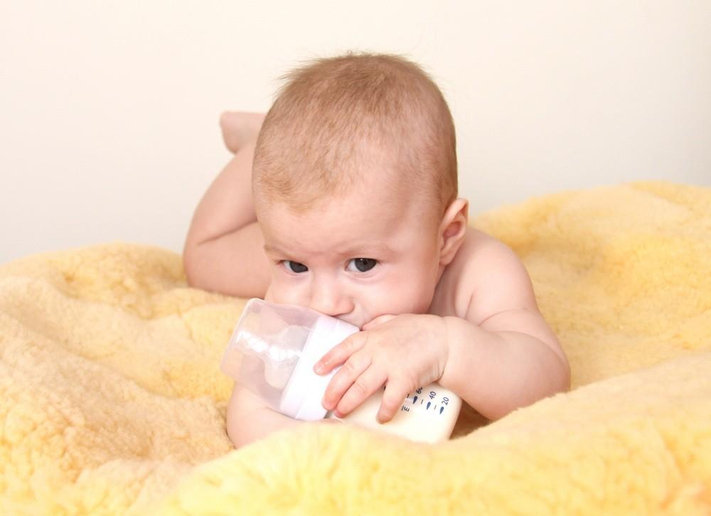 milk-feeding-info-about-breastfeeding-sterilisation-and-cows-milk_12882
