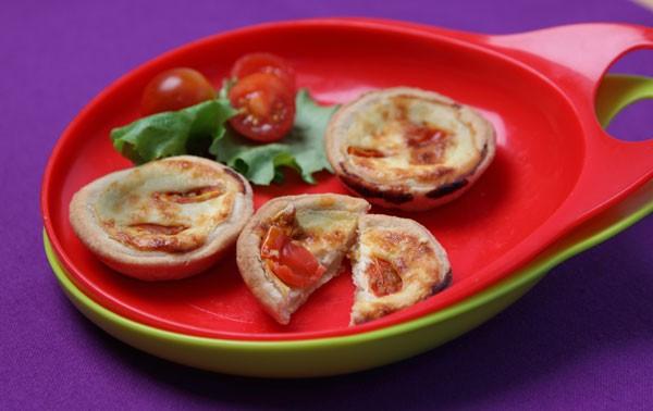 mini-cheese-and-tomato-quiches_42250
