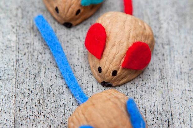 mini-makes-walnut-mice-craft_45939
