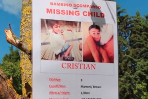 missing-child-but-hardly-anyone-stops-to-help-shocking-video_55444