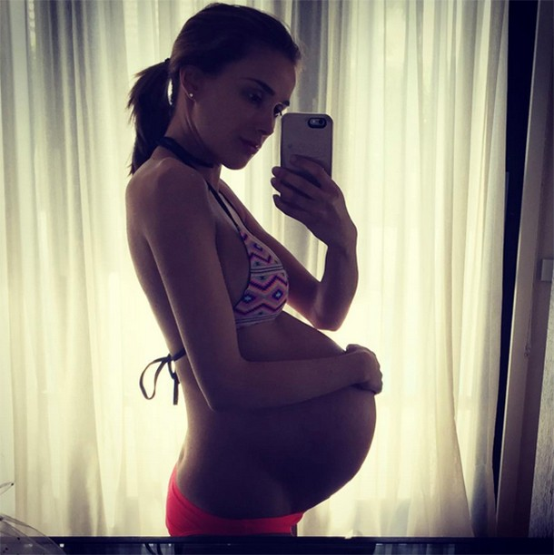 model-rebecca-judd-on-carrying-10lbs-twins-at-34-weeks-youre-killing-me_163325