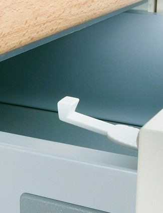 mothercare-drawer-and-cupboard-catches_4431