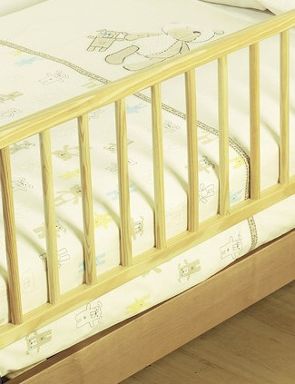 mothercare-pine-fold-away-bed-guard_10226