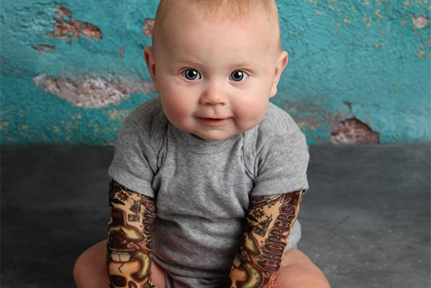 mum-makes-fake-tattoo-sleeves-for-rock-babies_146346