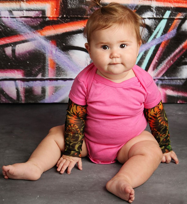 mum-makes-fake-tattoo-sleeves-for-rock-babies_146347