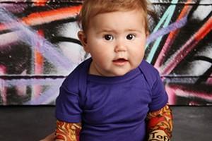 mum-makes-fake-tattoo-sleeves-for-rock-babies_146359