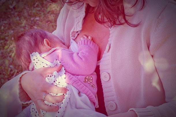 mum-squirts-breastmilk-in-public-breastfeeding-row-where-will-it-end_160209
