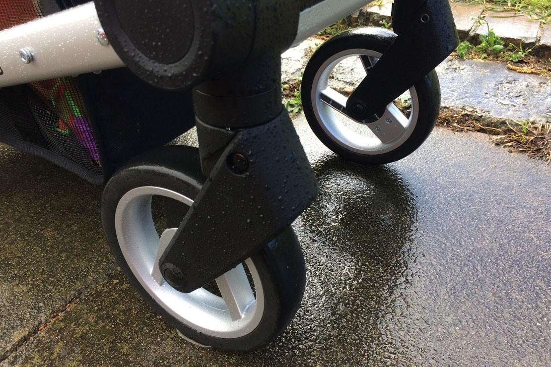 Mutsy Nexo wheels are lockable or swivel