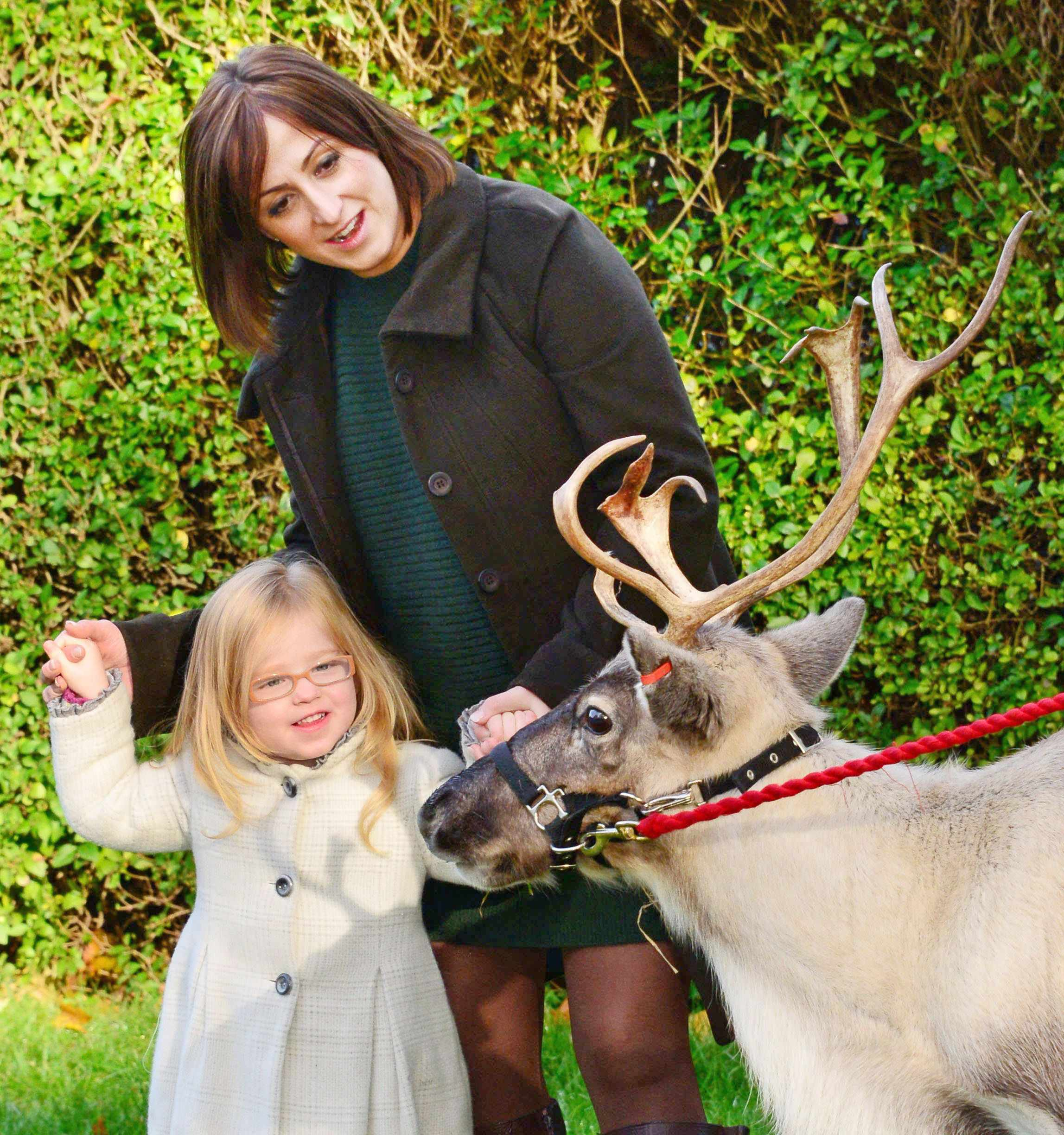 natalie-cassidy-takes-daughter-eliza-to-meet-santa_50620