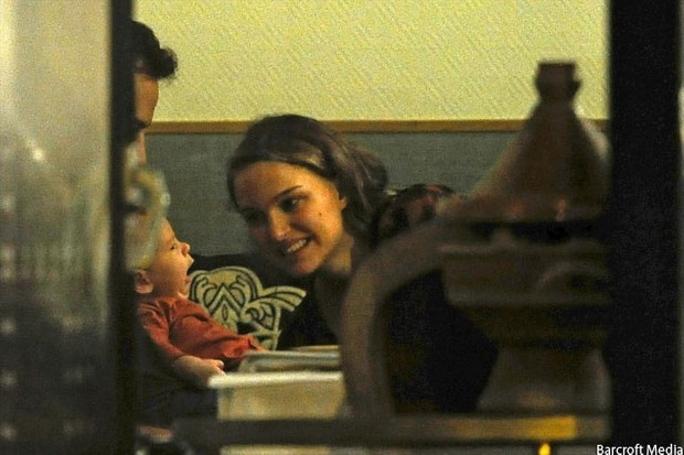 natalie-portman-and-baby-aleph-on-holiday_27722