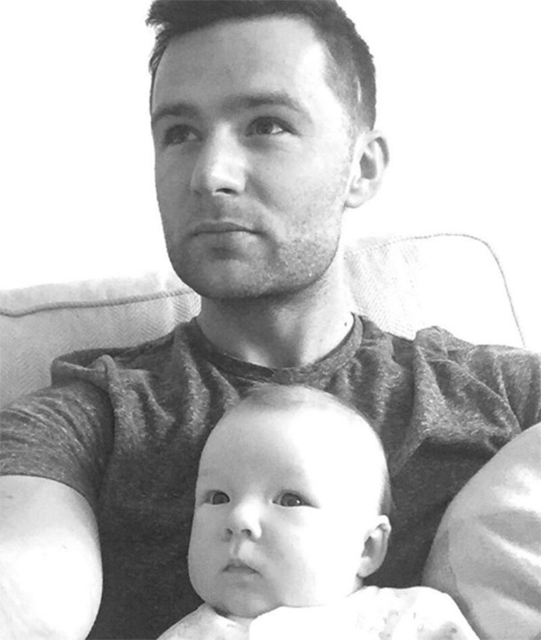 new-dad-harry-judd-takes-lookalike-baby-for-a-stroll-in-new-buggy_147459