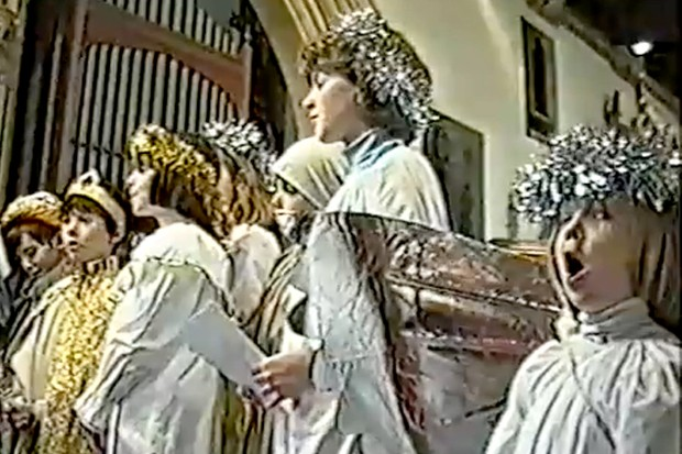not-quite-the-voice-of-an-angel-school-nativity-play-goes-viral-on-youtube_32082