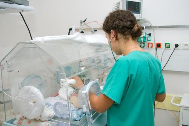 nurse-shortages-leaves-premature-babies-at-risk_8388