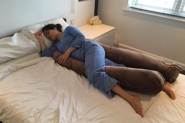 original-u-shaped-pregnancy-pillow_u-shapedpillow01