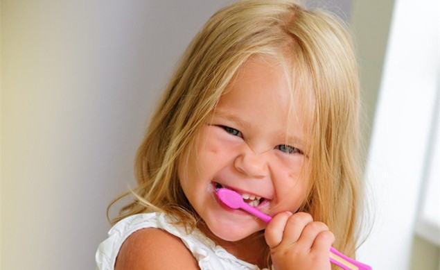 parents-infecting-children-with-tooth-decay_23576