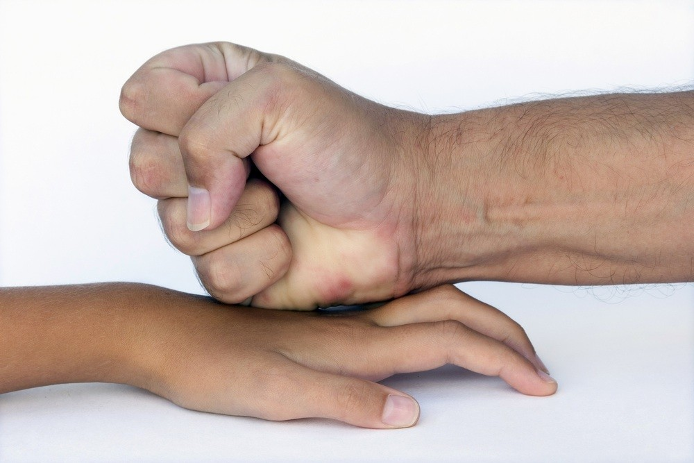 parents-opinion-on-smacking-children-divided_13602