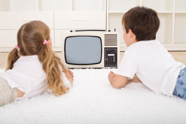parents-worry-children-exposed-to-inappropriate-tv_15904