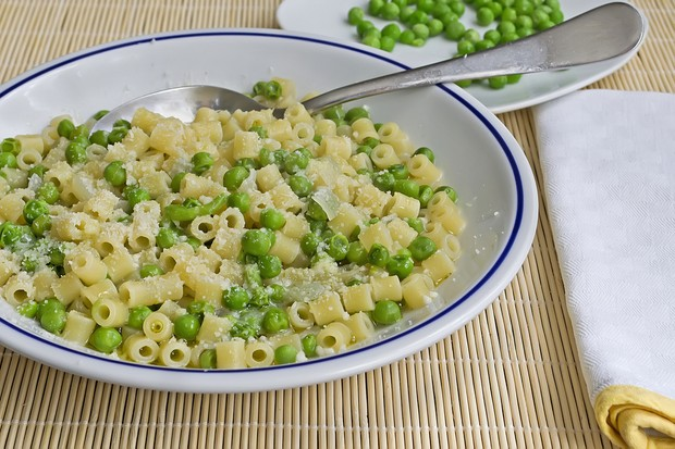 pasta-with-cream-cheese-and-peas_35365
