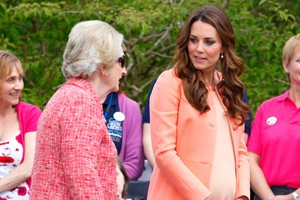 peachy-princess-kate-spends-wedding-anniversary-without-wills_56842
