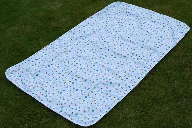 perfectly-happy-people-playmat-sheet-waterproof_4277