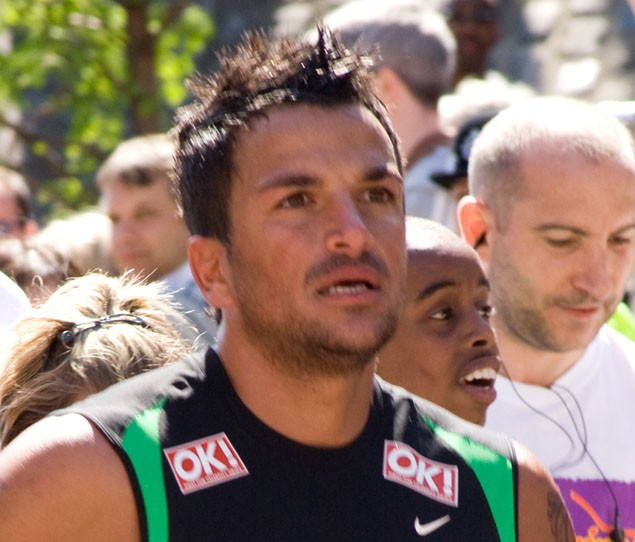 peter-andre-allegedly-files-for-sole-custody-of-children_19286