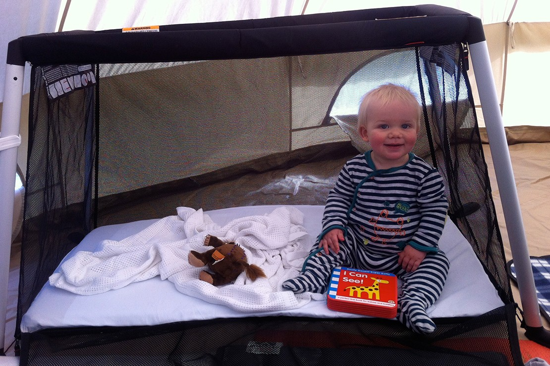 phil-and-teds-traveller-travel-cot_philteds2