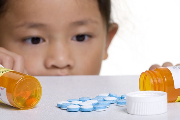 pill-safety-with-your-toddler_6869