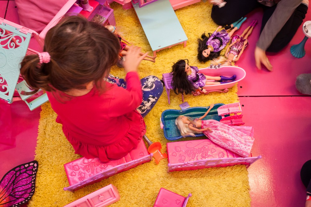 playing-with-barbie-dampens-a-girls-dreams_52374