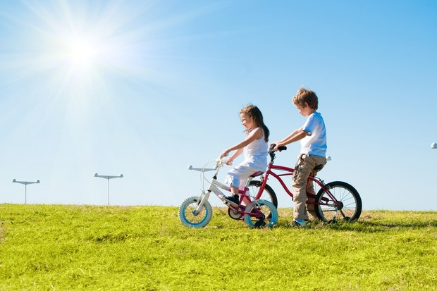 politicians-show-support-for-parents-who-let-children-cycle-to-school-alone_13540