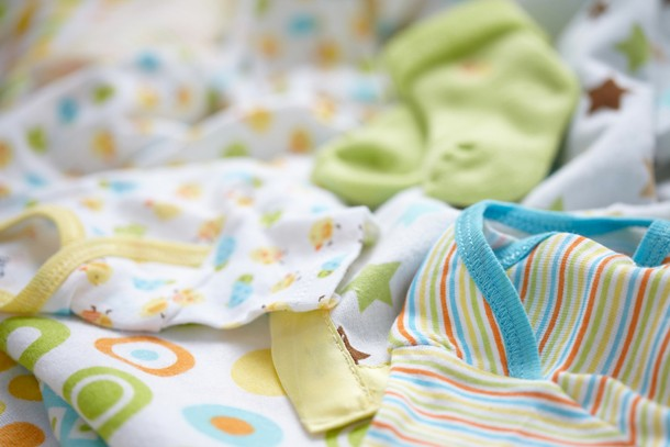 postnatal-depression-vs-old-baby-clothes_127924