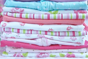 postnatal-depression-vs-old-baby-clothes_127925