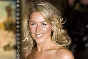 pregnant-claire-sweeney-suffering-from-carpal-tunnel-syndrome_60838