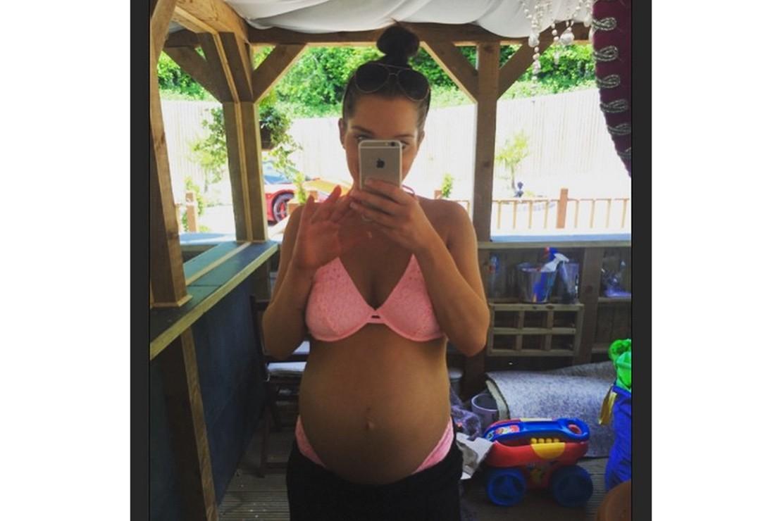 pregnant-helen-flanagan-shares-39-week-bare-bump-selfie_126985