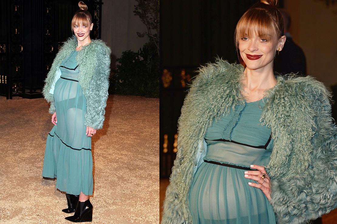 pregnant-jaime-king-struggles-to-pull-off-sheer-maternity-dress_86693
