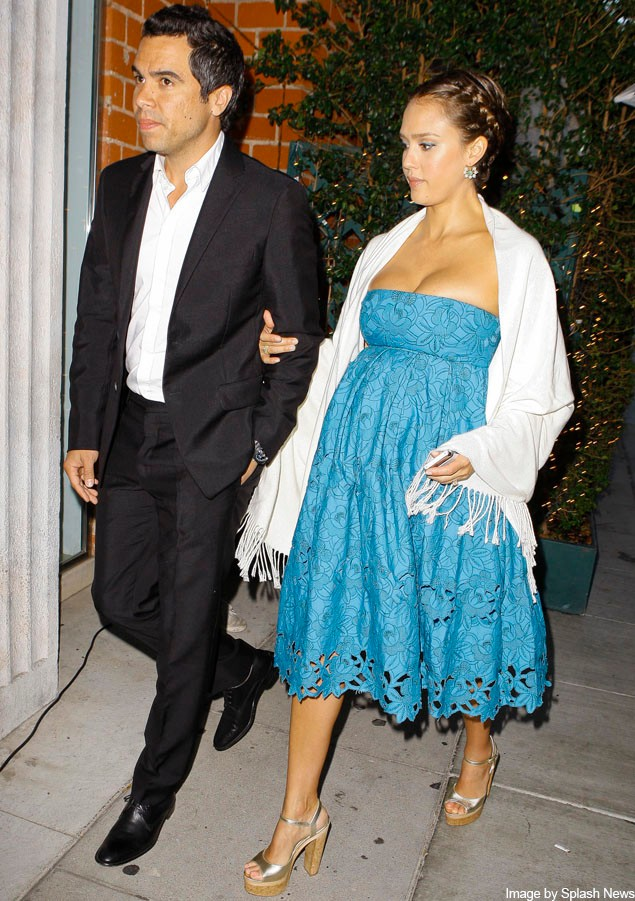 pregnant-jessica-alba-steps-out-in-gorgeous-maternity-dress-on-night-out-with-husband_23254