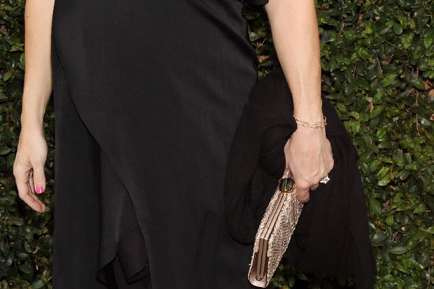 pregnant-kate-hudson-works-the-red-carpet-_22196