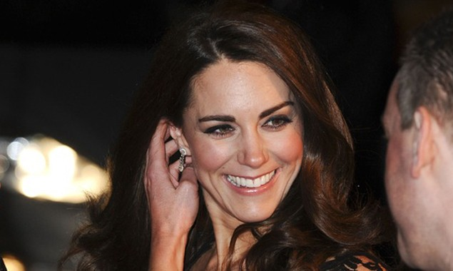 pregnant-kate-middleton-wears-tartan-cape-how-to-get-the-look_34321