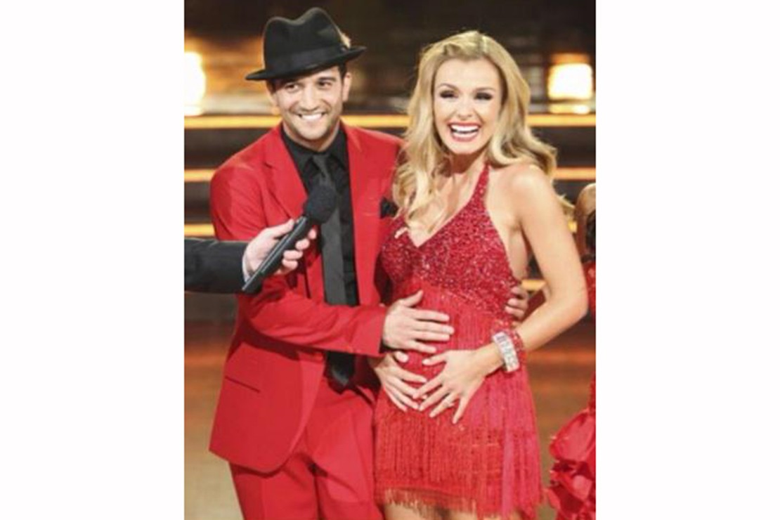 pregnant-katherine-jenkins-shares-pic-of-her-baby-bump_87146