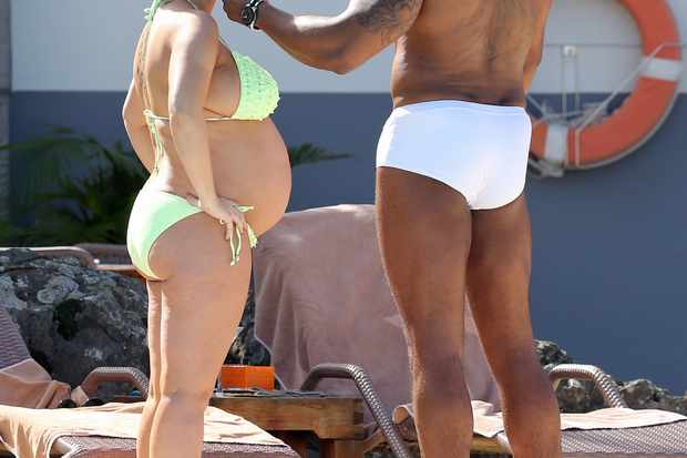 pregnant-kerry-katona-in-babymoon-pic_51770