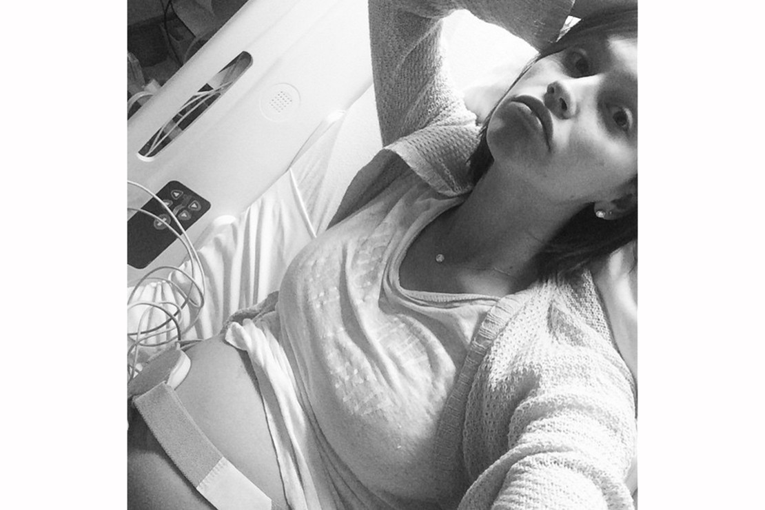 pregnant-lisa-osbourne-shares-hospital-selfie-following-car-crash_88239